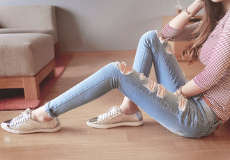 jeans t-shirt shoes top stripped shirt white and red destroyed skinny jeans skinny jeans clothes skinny top shirt pinterest