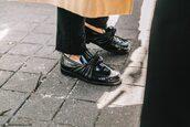 shoes,fashion week street style,fashion week 2016,fashion week,paris fashion week 2016,black shoes,flats,streetstyle,tumblr