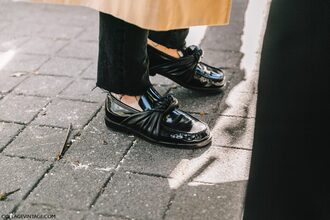 shoes fashion week street style fashion week 2016 fashion week paris fashion week 2016 black shoes flats streetstyle tumblr