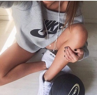 sweater girl nike sweater air max look urbans shoes