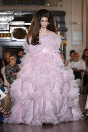 dress,gown,prom dress,feathers,feather dress,kaia gerber,model,runway,Valentino,haute couture,paris fashion week 2018,fashion week