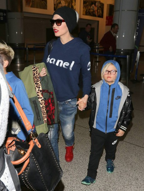 ripped jeans gwen stefani sweater