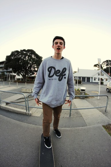 grey sweater def sweater grey black quote on it skate