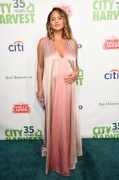 dress,dusty pink,chrissy teigen,model off-duty,maternity,maternity dress,plunge dress