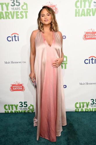 dress dusty pink chrissy teigen model off-duty maternity maternity dress plunge dress