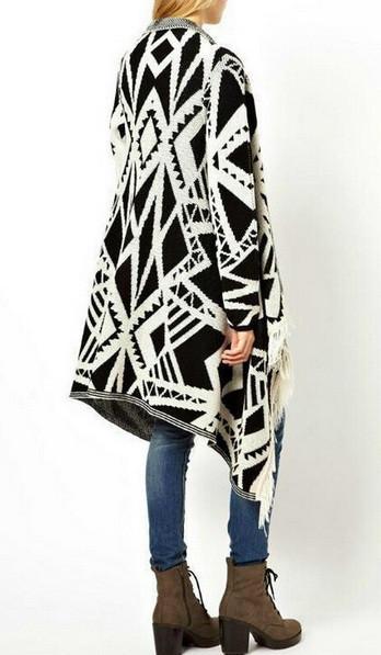 Blogger geometric fashion elegant