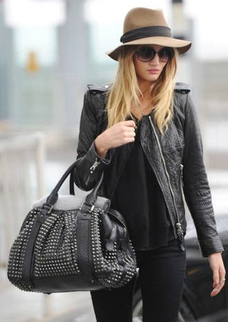 hat fall outfits rosie huntington-whiteley streetstyle new york city model tumblr winter outfits blogger brown black girl floppy hat snow