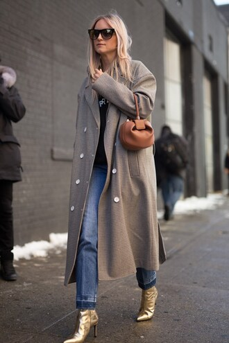 coat nyfw 2017 fashion week 2017 fashion week streetstyle grey long coat long coat grey coat oversized grey oversized coat oversized coat hoodie black hoodie bag mini bag brown bag boots gold boots metallic metallic shoes sunglasses