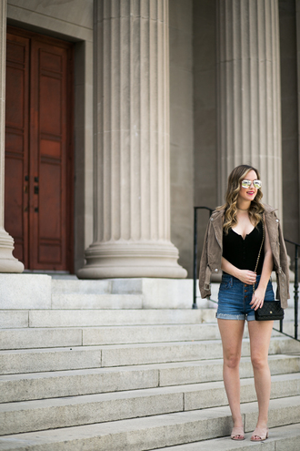 miami + dallas based lifestyle and fashion blog blogger shorts shoes jacket sunglasses make-up denim shorts mules beige jacket spring outfits black top