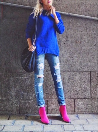 martina m blogger bag blue sweater ripped jeans hot pink pink shoes