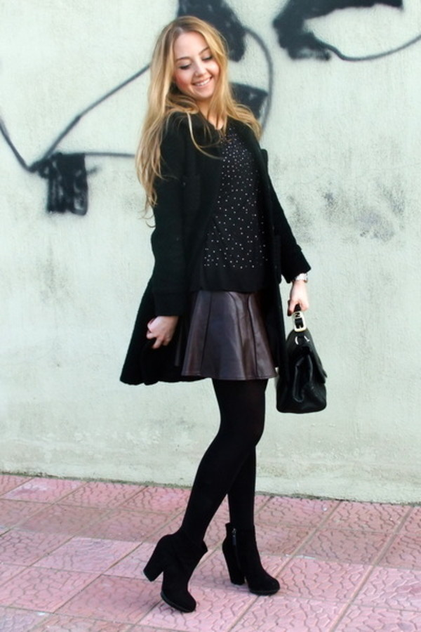 shoes heels boots skater skirt leather leather skirt black low boots black boots coat leather skater skirt