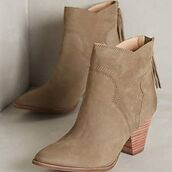 fall accessories,suede boots,suede,suede shoes,tan,ankle boots,thick heel,mid heel boots