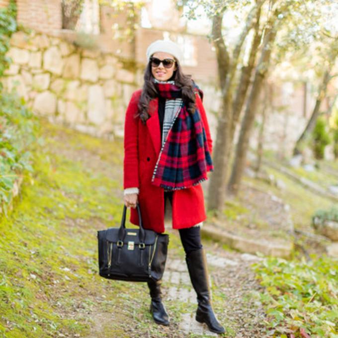 scarf jacket sunglasses shoes coat bag blogger red coat blanket scarf crimenes de la moda beret black bag scarf red