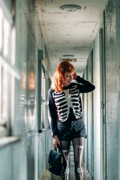 the clothes,blogger,tights,bag,halloween,halloween costume,jumper,skeleton,satchel bag,sweater,shorts,shoes