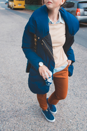 coat,down jacket,tumblr,blue coat,sweater,beige sweater,shirt,blue shirt,pants,rust,brown,sneakers,blue sneakers,winter coat