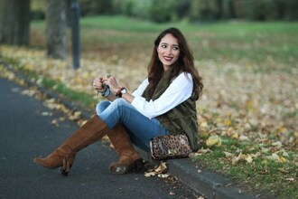 preppy fashionist blogger vest suede boots animal print bag
