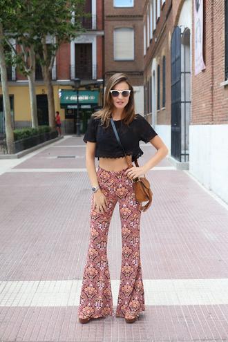 lady addict blogger zara 70s style wide-leg pants flare pants floral pants black crop top