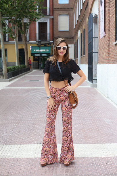 4fb8f45b lady addict blogger zara 70s style wide-leg pants flare pants floral pants  black crop