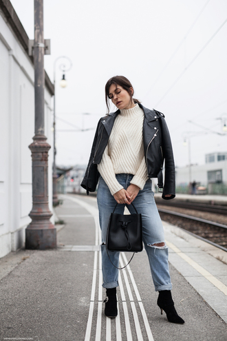 viennawedekind blogger sweater jacket jeans shoes bag black leather jacket bucket bag black bag white sweater ankle boots boots
