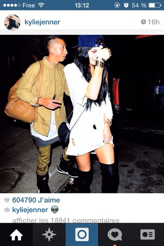 t-shirt kylie jenner oversized snapback knee high boots white