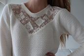 sweater,white,lace,sweatshirt,detail,v neck