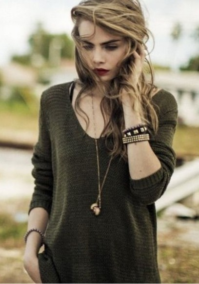 fall outfits knitted sweater forest green cara delevingne