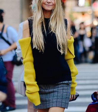 skirt mini mini skirt plaid plaid mini skirt top black top streetstyle