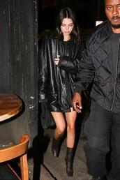 jacket,all black everything,boots,oversized,kendall jenner,kardashians,model off-duty,leather,leather jacket