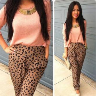 pants leopard print harem harem pants high waisted bikini peach peach blouse gold blouse necklace high heels white jeans sweater cream elegant cream/beige leopard pants