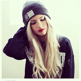 hat sweater fashion style outfit girl honour gray/black/blue beanie grey beanie hats swagg red lipstick blonde hair black sweater make-up long hair eyebrows on fleek