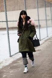 coat,nyfw 2017,fashion week 2017,fashion week,streetstyle,green coat,fur collar coat,bag,black bag,denim,jeans,blue jeans,socks,sneakers,low top sneakers,white sneakers