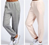 grey,sweatpants,pants,cotton,grey sweatpants,padded,lines,quilted
