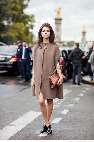 carolines mode blogger shoes bag jewels cape classy