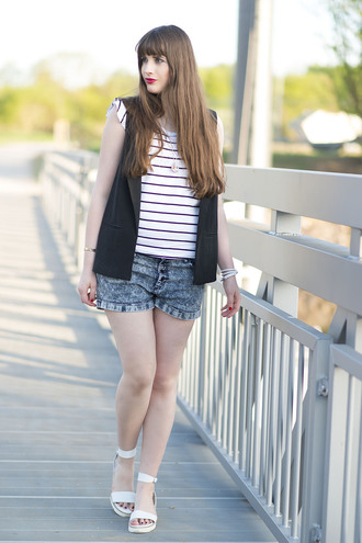andy sparkles blogger denim shorts vest striped top white sandals
