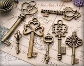 jewels,key,clover,vintage,old looking,metal,heart,designs