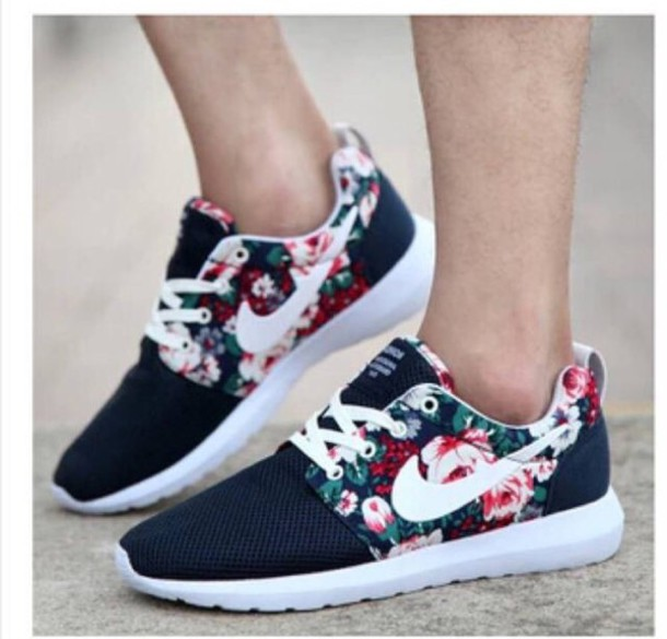 nike roshes floral black and white blouse