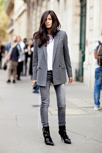 le fashion blogger grey jeans grey blazer blazer buckle boots pointed boots