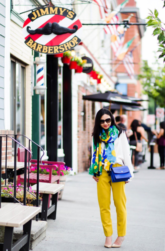 fastfood&fastfashion blogger top scarf bag pants shoes yellow pants blue bag fall outfits pumps