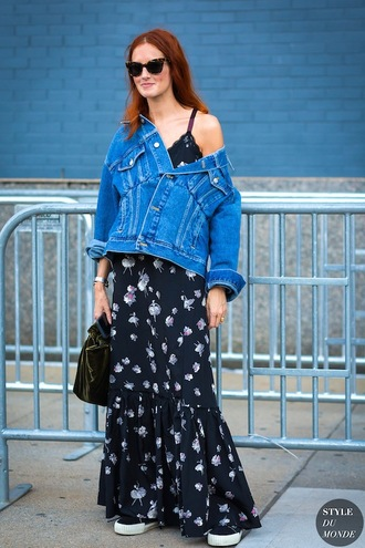le fashion image blogger sunglasses jacket dress shoes blue dress floral dress denim jacket maxi dress black bag