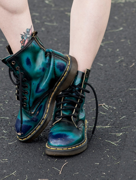 ed3245e69988 DrMartens DrMartens DrMartens shoes boots metallic shoes ombre holographic  blue combat boots grunge green green shoes