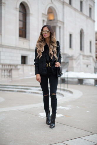 shoes sunglasses maria vizuete mia mia mine blogger belt jacket jeans double buckle belt gold sunglasses vest faux fur vest black vest black ripped jeans ripped jeans black jeans black boots boots high heels boots aviator sunglasses black bag all black everything black fur vest