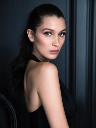 helena bordon blogger make-up bella hadid celebrity model top black top natural makeup look hairstyles