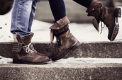 shoes,boots,brown,girl,combat boots,soft grunge,lace up
