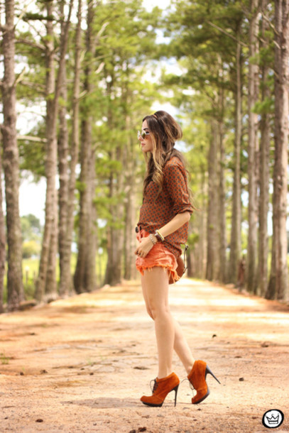 fashion coolture blogger shirt orange ripped shorts