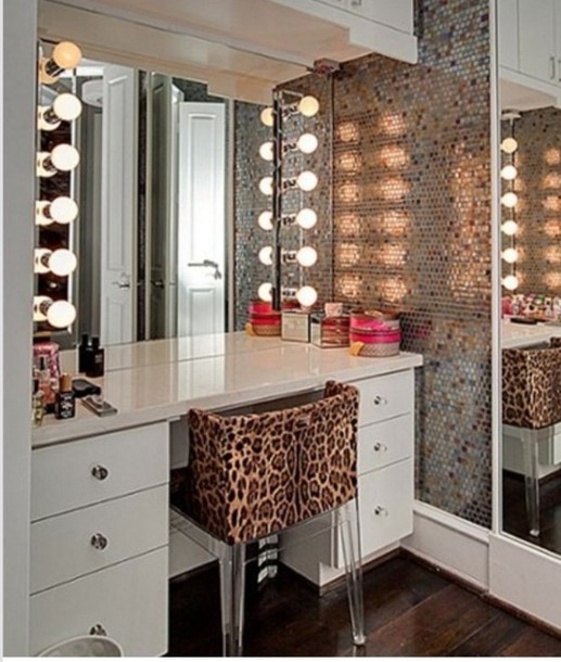 Glamorous Vanity Makeup Table - Mugeek Vidalondon