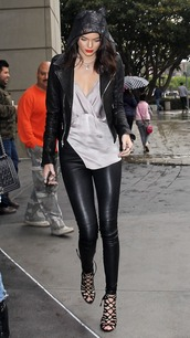 top,leather jacket,leather pants,streetstyle,kendall jenner,red lip,leather leggings,leggings,shoes