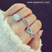 jewels,ring,belt,bague,princess,couronne,crown ring,infinity ring,flowers,flower ring,pretty rings,silver ring,diamonds,tiara ring,tiara,crown,silver,infinity,finger rings,sparkle jewelry,hazzle,knuckle ring,rings and tings