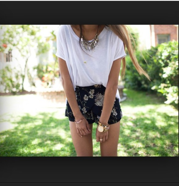 shorts, summer outfits, flowered shorts, flowers, black ... Black And White Summer Outfits Tumblr