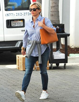 reese witherspoon bag sunglasses blue shirt white sneakers