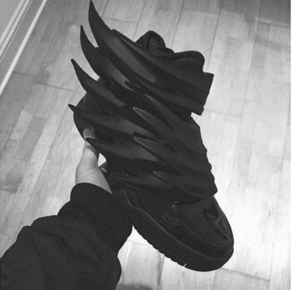 sneakers black wings